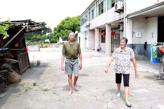 2 vợ chồng không nề hà cứu người dù đã tuổi già sức yếu
