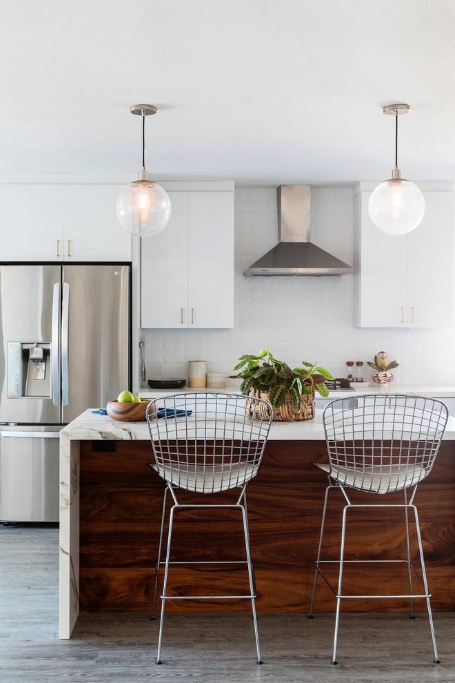 Khu bếp nấu hiện đại, sạch sẽ.