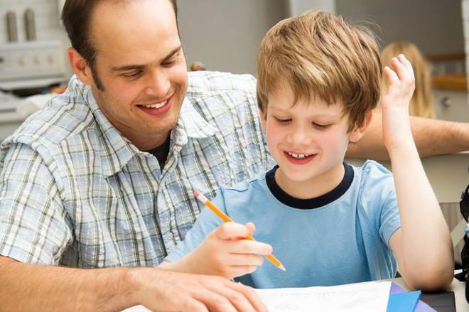 Họp phụ huynh cho con, ông bố không đạt được dù chỉ 1 điểm trước 6 câu hỏi của giáo viên - Ảnh 2.