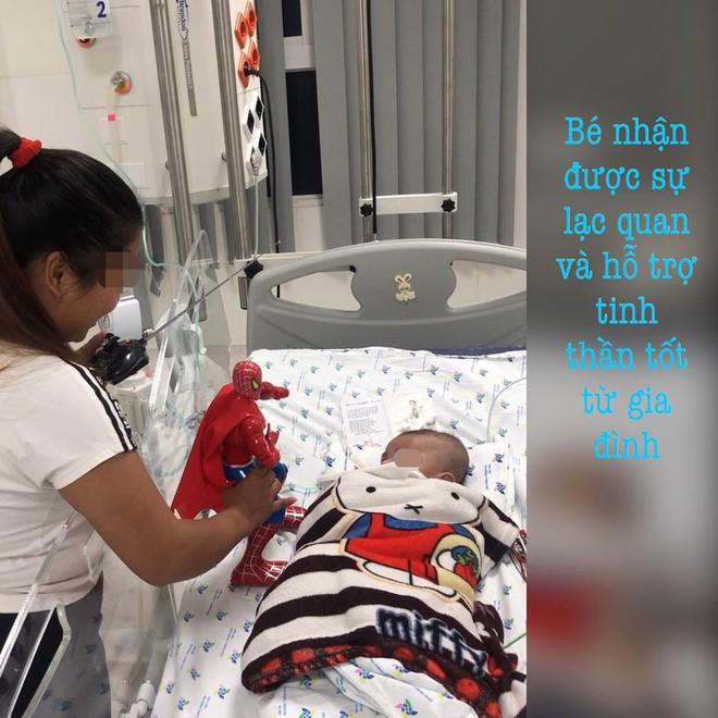 Sốc: Bé trai phổi trắng xoá do nhiễm lao từ cha khi 2 tháng tuổi - Ảnh 2.