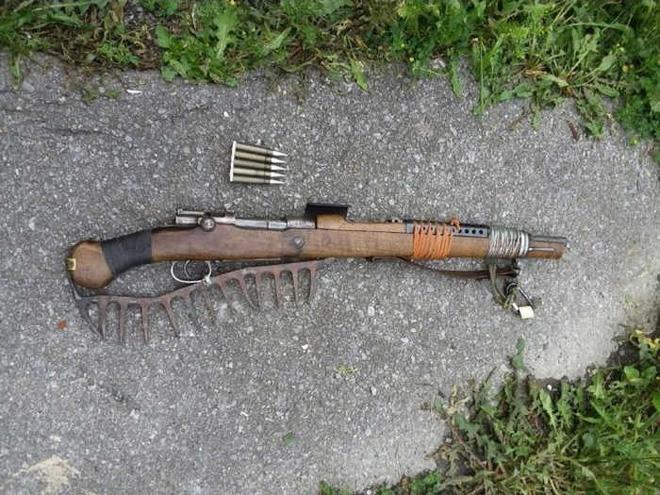 Súng trường AR-15 và và Ottoman Mauser 1893 phiên bản đồng nát hậu tận thế cực độc lạ - Ảnh 3.