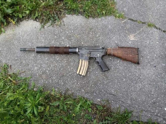 Súng trường AR-15 và và Ottoman Mauser 1893 phiên bản đồng nát hậu tận thế cực độc lạ - Ảnh 2.