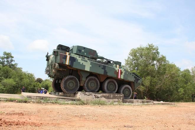 """Cận cảnh Thái Lan đưa xe thiết giáp tự chế tạo đi """"học bơi"""" - ảnh 11"""