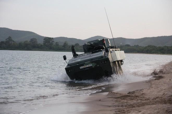"""Cận cảnh Thái Lan đưa xe thiết giáp tự chế tạo đi """"học bơi"""" - ảnh 7"""