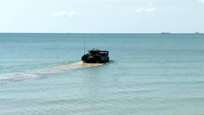 """Cận cảnh Thái Lan đưa xe thiết giáp tự chế tạo đi """"học bơi"""" - ảnh 9"""