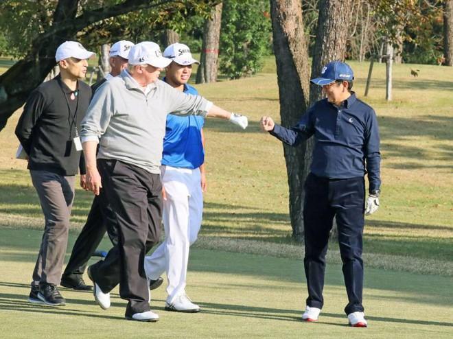 Ngoại giao sân golf - vũ khí của Thủ tướng Nhật trong đàm phán thương mại với ông Trump - ảnh 2