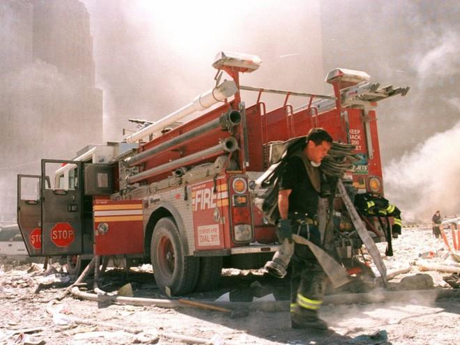 23 bức ảnh nhuốm màu đau thương vụ khủng bố 11/9 - Ảnh 13.