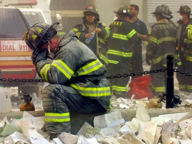 23 bức ảnh nhuốm màu đau thương vụ khủng bố 11/9 - Ảnh 14.