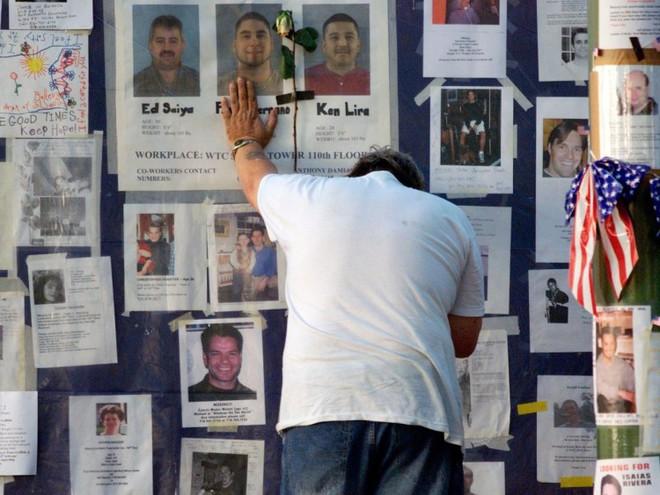 23 bức ảnh nhuốm màu đau thương vụ khủng bố 11/9 - Ảnh 16.
