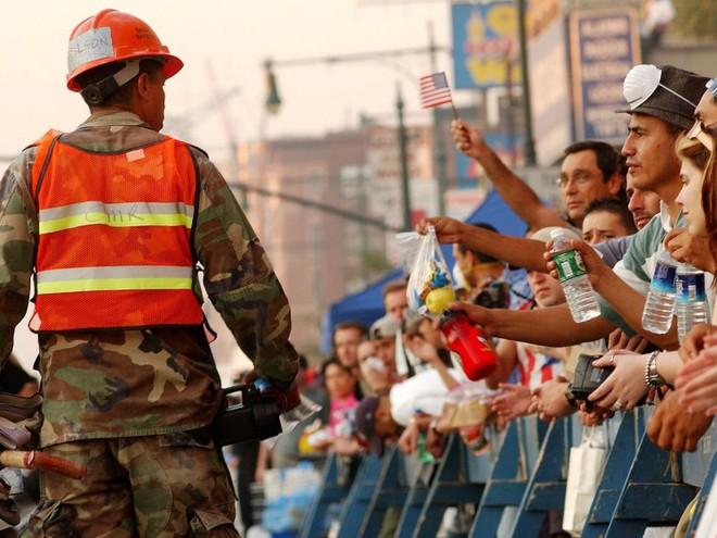 23 bức ảnh nhuốm màu đau thương vụ khủng bố 11/9 - Ảnh 17.
