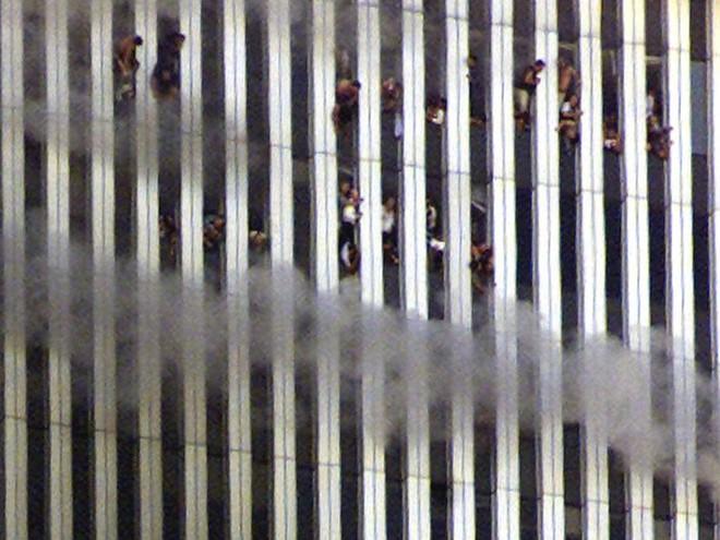 23 bức ảnh nhuốm màu đau thương vụ khủng bố 11/9 - Ảnh 5.