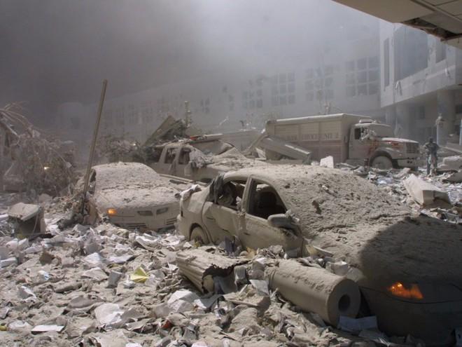 23 bức ảnh nhuốm màu đau thương vụ khủng bố 11/9 - Ảnh 9.