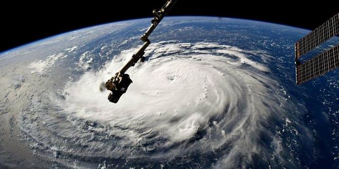 Bão cực lớn, 3 bang của Mỹ tuyên bố tình trạng khẩn cấp - Ảnh 1.