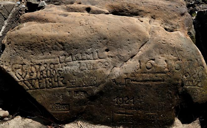 Dòng thông điệp nhắn gửi tới thế hệ sau được khắc trên hòn đá 402 tuổi. (Ảnh: Live Science)
