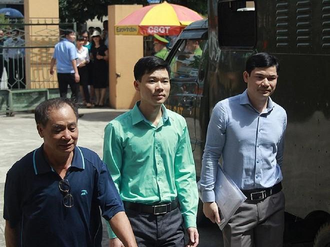 BS Hoàng Công Lương bị đề nghị truy tố do lỗi cẩu thả - Ảnh 1.