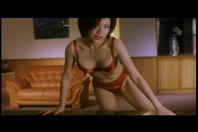Biểu tượng gợi cảm Hong Kong: Sống cô đơn không chồng con, phải diễn quán bar kiếm sống - Ảnh 2.