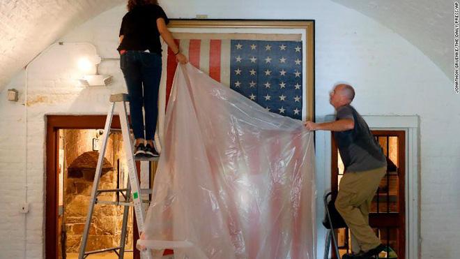 Người dân Mỹ đang bảo vệ các đồ đạc, vật dụng của mình trước khi bão đổ bộ.
