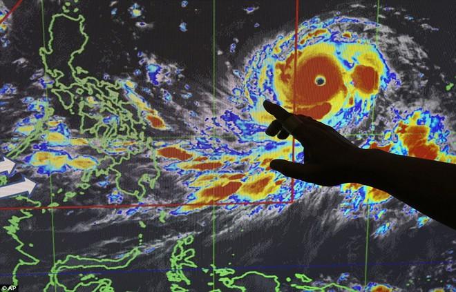 9 cơn bão cùng hoành hành Trái Đất: Siêu bão mạnh nhất có nguy cơ ảnh hưởng tới Việt Nam - Ảnh 5.
