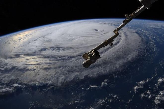 Từ trạm vũ trụ, phi hành gia vẫn rùng mình vì bão Florence - Ảnh 7.