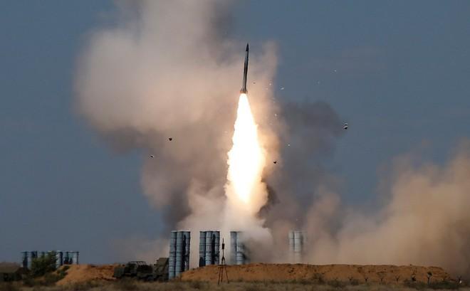 Nga ồ ạt bắn S-300, S-400 tại Vostok 2018: Tập cho đánh lớn ở Syria- Ra trận là phải thắng - Ảnh 1.