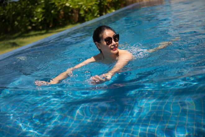 Ở tuổi 42, hoa hậu Hà Kiều Anh vẫn tự tin diện bikini nóng bỏng - Ảnh 2.