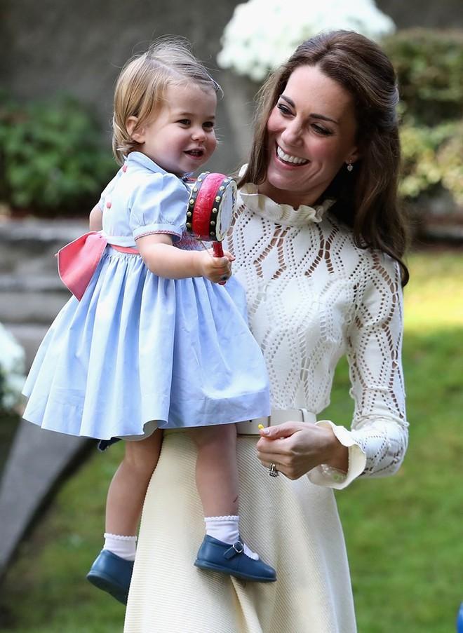 Trầm trồ với gia tài đồ sộ mà nhiều người có mơ cũng chưa nghĩ tới của tiểu công chúa Charlotte - Ảnh 2.