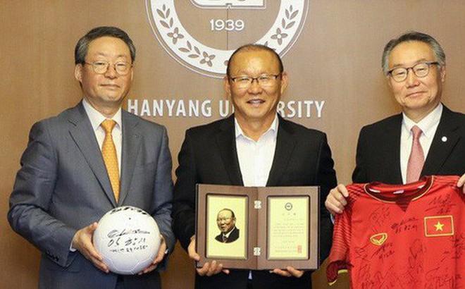 HLV Park Hang-seo được đại học Hanyang (Hàn Quốc) vinh danh.