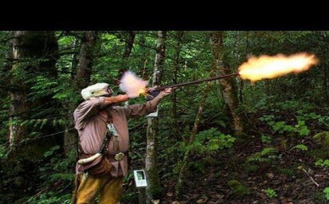 Một cán bộ kiểm lâm bị nhóm thợ săn dùng súng bắn trọng thương