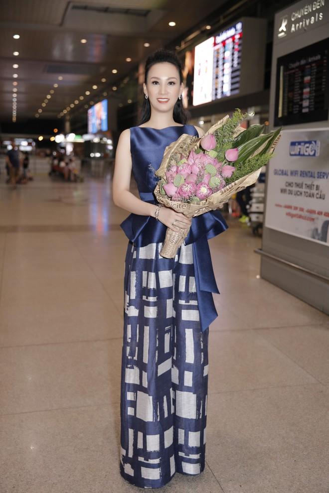 Cựu người mẫu Paris Vũ ra sân bay đón Hoa hậu Áo đến thăm Việt Nam - Ảnh 3.