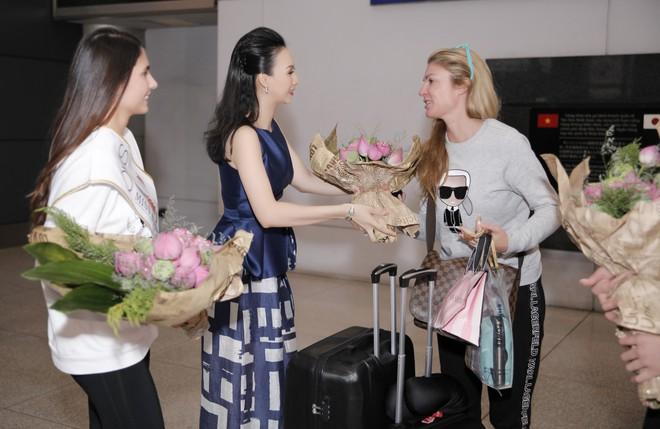 Cựu người mẫu Paris Vũ ra sân bay đón Hoa hậu Áo đến thăm Việt Nam - Ảnh 5.