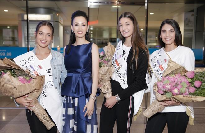 Cựu người mẫu Paris Vũ ra sân bay đón Hoa hậu Áo đến thăm Việt Nam - Ảnh 6.