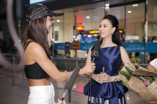 Cựu người mẫu Paris Vũ ra sân bay đón Hoa hậu Áo đến thăm Việt Nam - Ảnh 8.