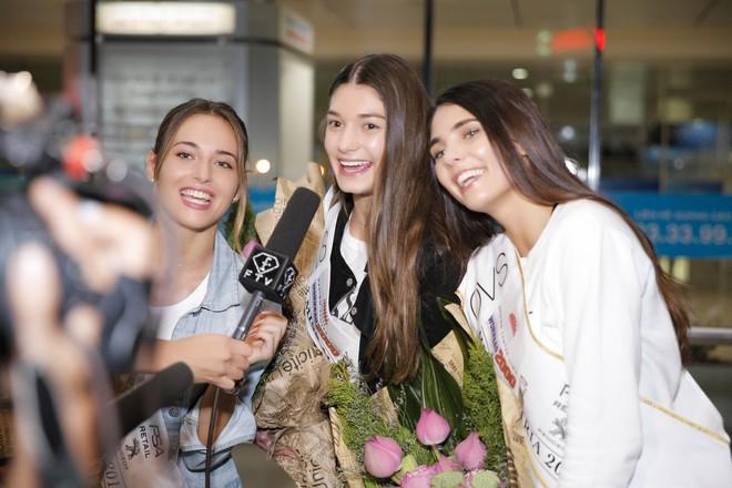 Cựu người mẫu Paris Vũ ra sân bay đón Hoa hậu Áo đến thăm Việt Nam - Ảnh 7.