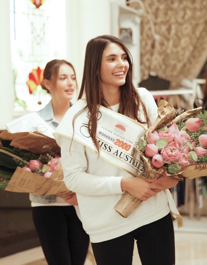 Cựu người mẫu Paris Vũ ra sân bay đón Hoa hậu Áo đến thăm Việt Nam - Ảnh 10.