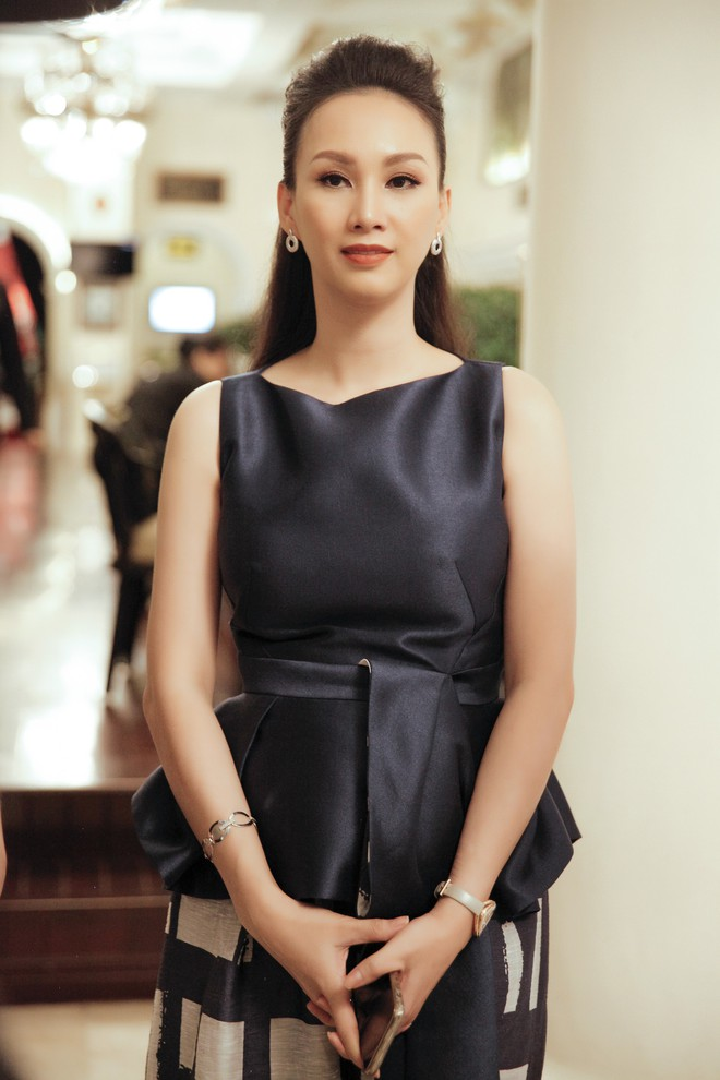 Cựu người mẫu Paris Vũ ra sân bay đón Hoa hậu Áo đến thăm Việt Nam - Ảnh 1.