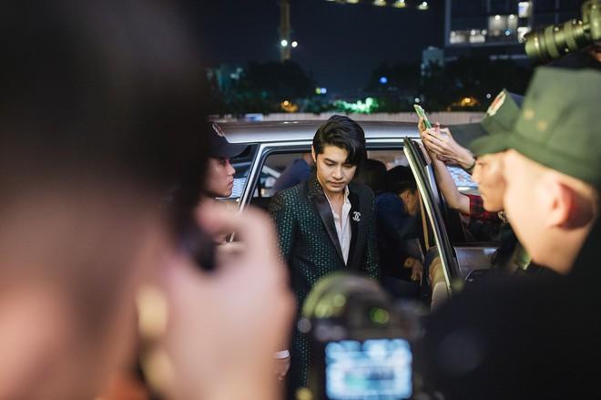 My Sói phim Quỳnh búp bê tự lái xe sang đi sự kiện, đóng băng trước Noo Phước Thịnh - Ảnh 1.