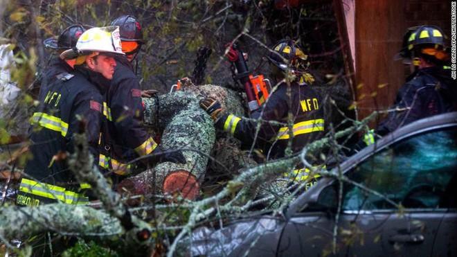 Bão quái vật Florence đổ bộ vào Mỹ, mất điện diện rộng, cảnh báo lũ lụt thảm khốc - ảnh 11