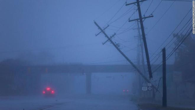 Bão quái vật Florence đổ bộ vào Mỹ, mất điện diện rộng, cảnh báo lũ lụt thảm khốc - ảnh 4