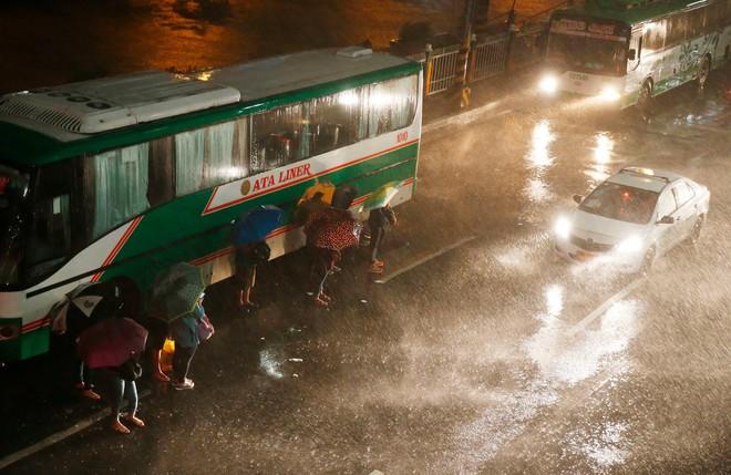 Washington Post: Sức mạnh quái vật của siêu bão Mangkhut nhấc bổng được chiếc Boeing 737 - ảnh 4