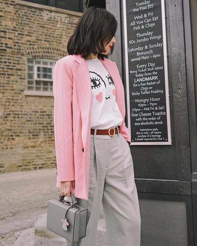 Blazer kẻ - chiếc áo cứ thu đến lại gây sốt và tủ đồ của các nàng sao có thể trọn vẹn nếu thiếu đi thiết kế này - Ảnh 11.