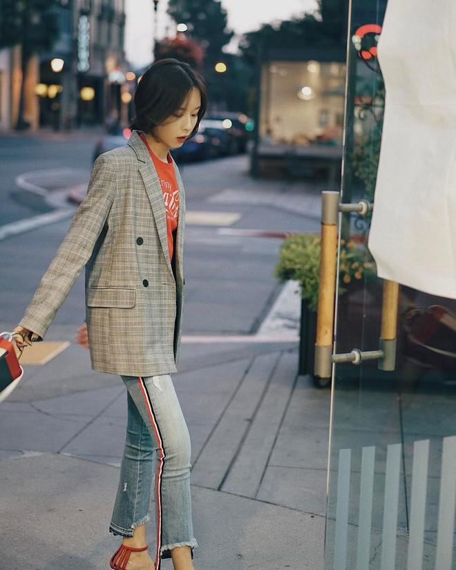Blazer kẻ - chiếc áo cứ thu đến lại gây sốt và tủ đồ của các nàng sao có thể trọn vẹn nếu thiếu đi thiết kế này - Ảnh 6.