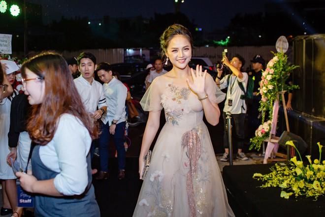 My Sói phim Quỳnh búp bê tự lái xe sang đi sự kiện, đóng băng trước Noo Phước Thịnh - Ảnh 10.