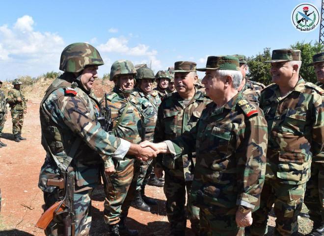 Bộ trưởng BQP Syria ra chiến tuyến: Quân lệnh như sơn, sắp dìm Idlib trong biển lửa - Ảnh 1.