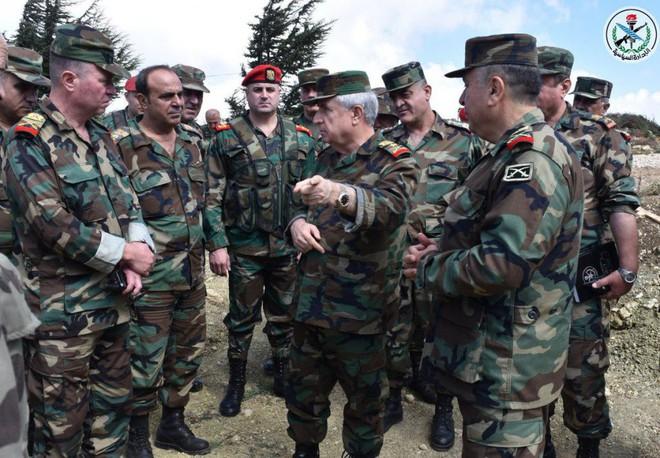 Bộ trưởng BQP Syria ra chiến tuyến: Quân lệnh như sơn, sắp dìm Idlib trong biển lửa - Ảnh 2.