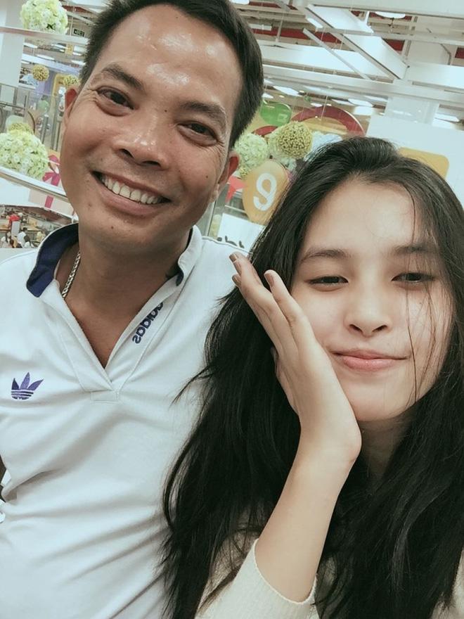 Gia cảnh tân Hoa hậu Việt Nam 2018 Trần Tiểu Vy: Bố bị tai biến, mẹ là trụ cột gia đình - Ảnh 3.