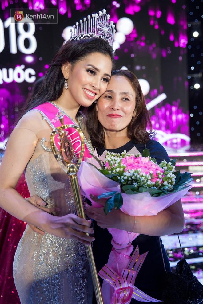 Gia cảnh tân Hoa hậu Việt Nam 2018 Trần Tiểu Vy: Bố bị tai biến, mẹ là trụ cột gia đình - Ảnh 2.