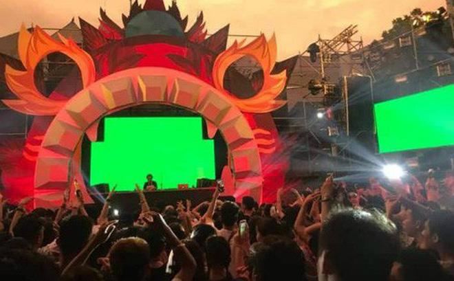 Hình ảnh tại lễ hội âm nhạc tối 16/9 tại Công viên nước Hồ Tây