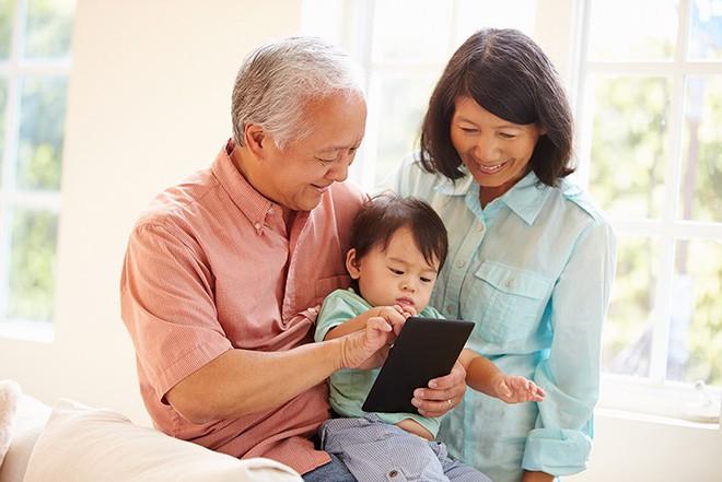 Nếu đã bước vào tuổi trung, cao niên, 10 điều này bạn cần biết để sống vui vẻ bên con cháu - Ảnh 2.