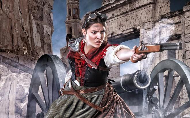 Tất cả tháo chạy vì thấy Napoleon tiến quân, một mình Agustina bước lên nạp đạn pháo!