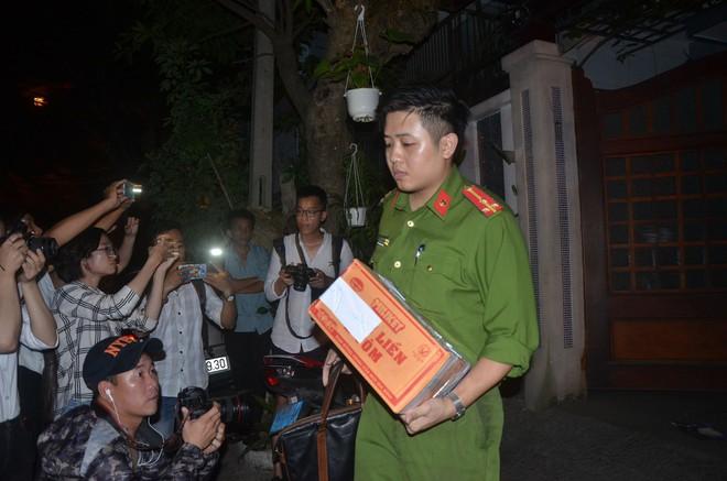Cựu Chánh văn phòng Thành ủy Đà Nẵng vẫn đi làm trong ngày bị bắt - Ảnh 3.